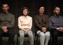 Czworo aktorów siedzących na krzesłach. Na zdjęciu Paweł Siwiak, Monika Roszko, Małgorzata Peczyńska oraz Michał Kaleta
