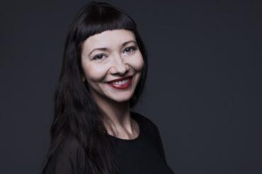 Portret przedstawiający aktorkę gościnną Teatru Polskiego w Poznaniu, Sylwię Koronczewską-Cyris