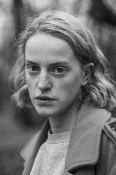 Czarno-biała fotografia twarzy gościnnej aktorki Teatru Polskiego w Poznaniu, Darii Połuniny